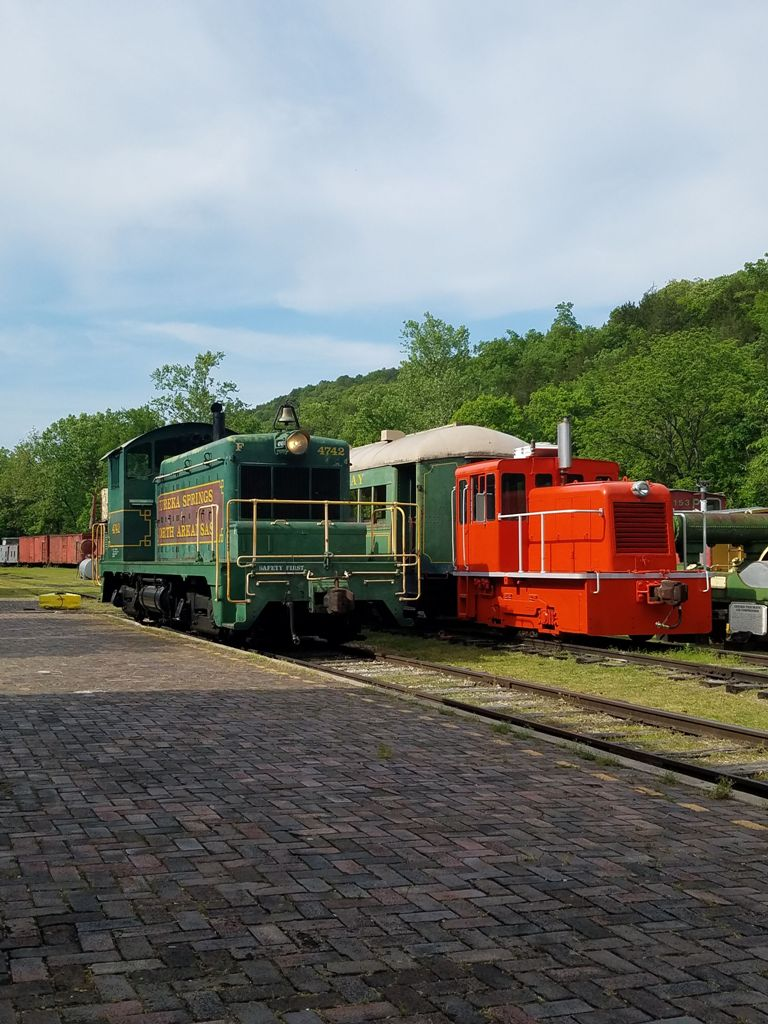 Eureka Springs & North Arkansas Railway red and green rain cars
